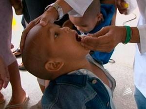 Vacinação contra a poliomielite na Bahia (Foto: Reprodução/ TV BA)