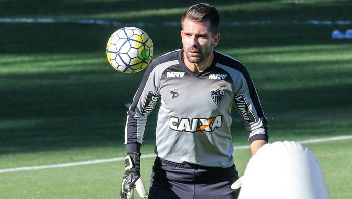 Victor deve voltar para o time já contra o Vitória (Foto: Bruno Cantini / CAM)