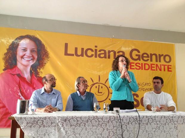 Luciana Genro discursa para integrantes do PSOL ao lado de Jorge Paz (esquerda) (Foto: Felipe Néri/ G1)
