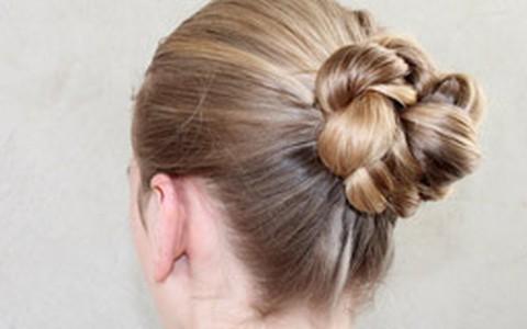 Coque com tranças: aprenda a fazer o penteado de festa