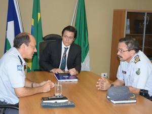 O secretário Galindo e os coronéis da PM Gley Alves e Zaqueu. (Foto: Assessoria/PM)
