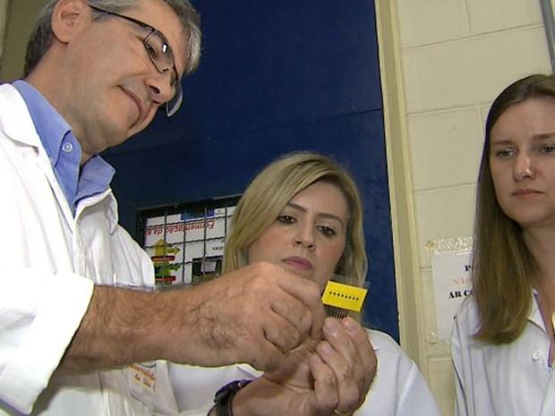 Pesquisadores da UFSCar criaram sensor que diagnostica Alzheimer (Foto: Reginaldo dos Santos/ EPTV)