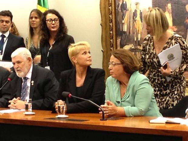 Xuxa participou de sessão da CCJ da Câmara que discutiu a Lei da Palmada (Foto: Felipe Néri / G1)