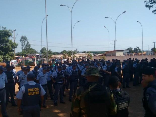 Policiais miltares, civis e federais chegaram à região da Serra da Borda no fim de semana. (Foto: Renato Diniz/TVCA)