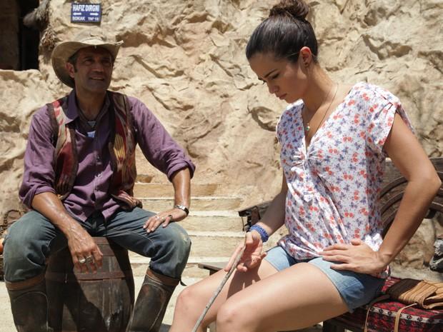 Morena fala de seu amor por Théo para Zyah (Foto: Salve Jorge/TV Globo)