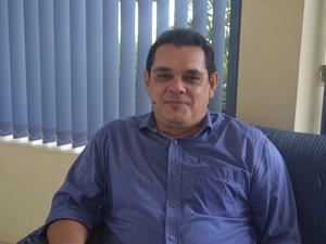 Emanuel Júlio Leite é formado em administração de empresas e trabalho na área com documentários (Foto: Zé Rodrigues/TV Tapajós)