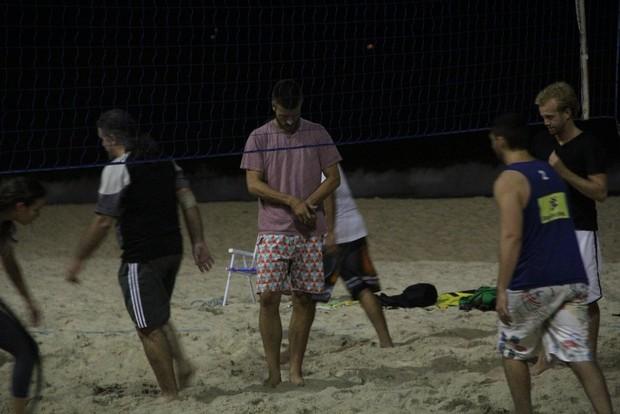 Rodrigo Hilbert Joga vôlei na praia do Leblon (Foto: Rodrigo dos Anjos / AgNews)