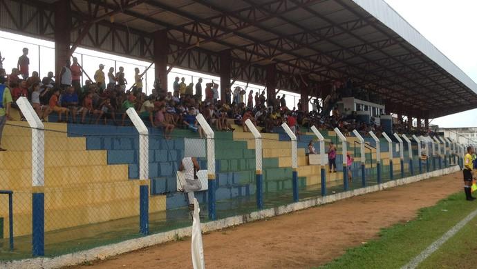 Poucos torcedores presenciaram a vitória do Interporto no estádio General Sampaio (Foto: Vilma Nascimento/GloboEsporte.com)
