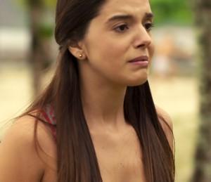Milena vai embora triste da praia (Foto: TV Globo)