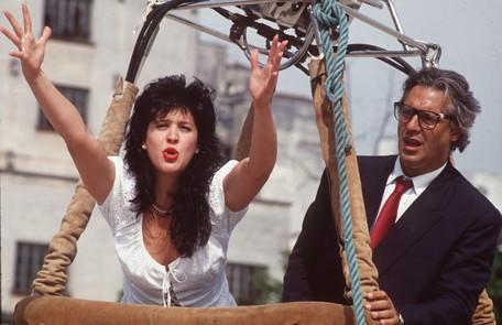 Exibida em 1990 e no ar no Canal Viva, 'Rainha da Sucata' trouxe Claudia como Adriana Ross, bailarina que sonhava com o estrelato na Broadway. Ela fazia par romântico com Caio Szimanski (Antonio Fagundes) Divulgação/TV Globo