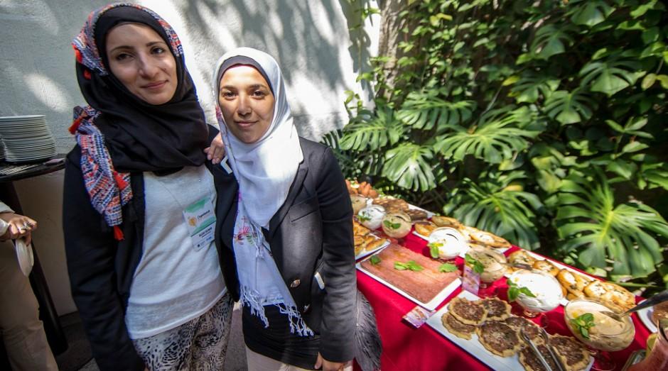 Salsabil Motouk (à direita) em um evento do Consulado da Mulher (Foto: Divulgação)