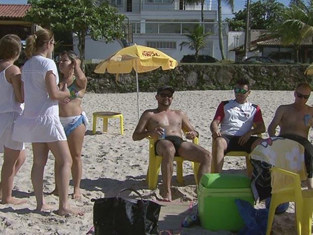 Família do interior aproveita Páscoa na praia  (Foto: Reprodução/TV Tribuna)