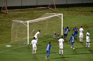 Gol São Carlos Comercial (Foto: Reprodução EPTV)