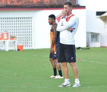 Mancini e Marinho em treino do Vitória (Foto: Francisco Galvão / Divulgação / E.C. Vitória)