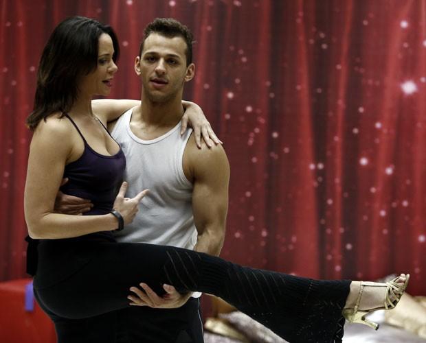 Dupla está focada em finalizar coreografia (Foto: Fábio Rocha/ TV Globo)