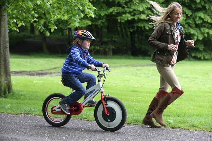 Jyrobike elimina necessidade de rodinhas para crianças aprenderem a pedalar (foto: Reprodução/Jyrobike)