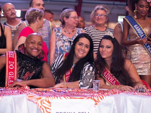 Coreógrafo Carlinhos Salgueiro, Regina Celi, presidente do Salgueiro, e Viviane Araújo na quadra do agremiação na Zona Norte do Rio (Foto: Alex Nunes/ Divulgação)