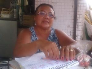 Dona de quiosque relata susto no momento que raio atingiu praia (Foto: LG Rodrigues/ G1)