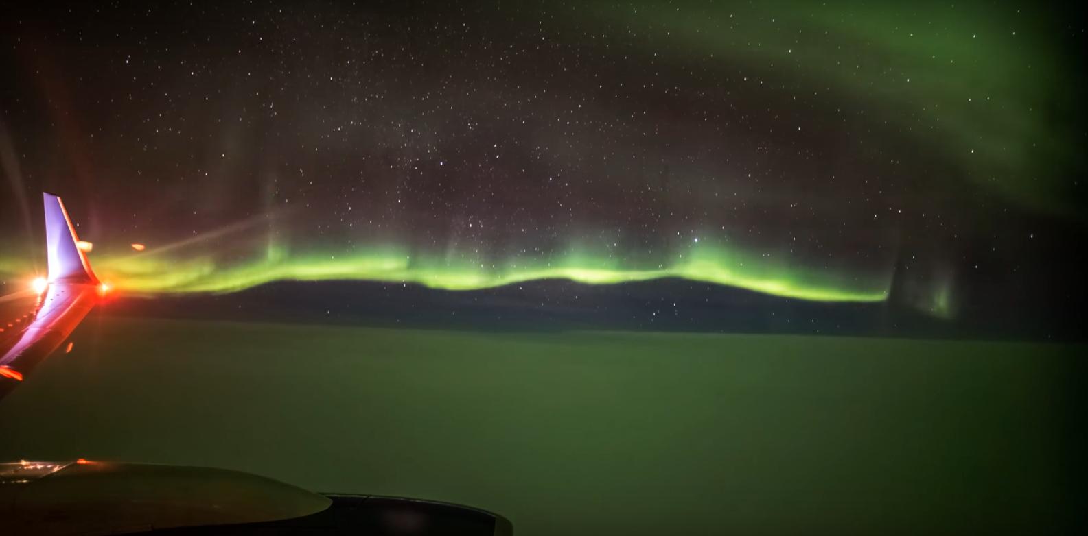 Aurora boreal filmada de voo a 10 mil metros de altura (Foto: Reprodução/Youtube)