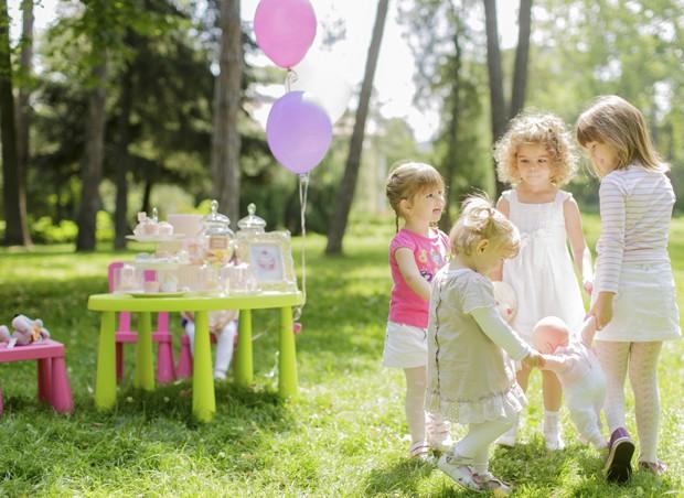 festa, praça, jardim, meninas, colunistas, Daniela Tófoli (Foto: Thinkstock)