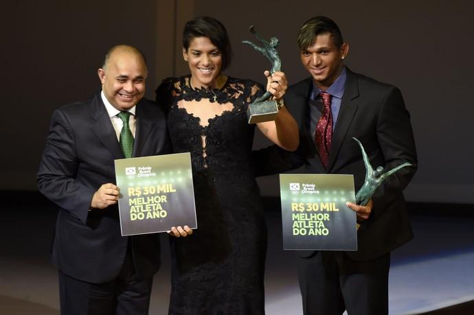 Ana Marcela Cunha e Isaquias Queiroz recebem prêmio de Melhor Atleta do Ano no Prêmio Brasil Olímpico (Foto: André Durão)