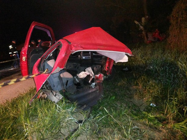 Gol ficou destruído em acidente fatal em Pouso Redondo (Foto: PRF/Divulgação)