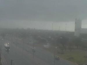 Apesar da chuva fraca, o trânsito ficou lento em algumas avenidas (Foto: Reprodução/TV Verdes Mares)