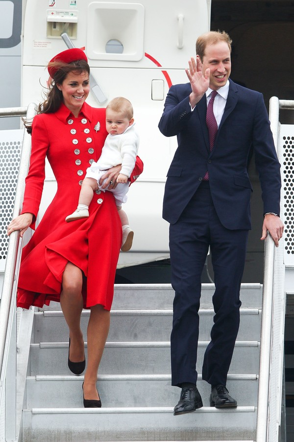 WELLINGTON, NEW ZEALAND - APRIL 07:  Prince William, Duke of Cambridge, Catherine, Duchess of Cambridge and Prince George of Cambridge arrive at Wellington Airport on April 7, 2014 in Wellington, New Zealand. The Duke and Duchess of Cambridge are on a thr (Foto: Getty Images)