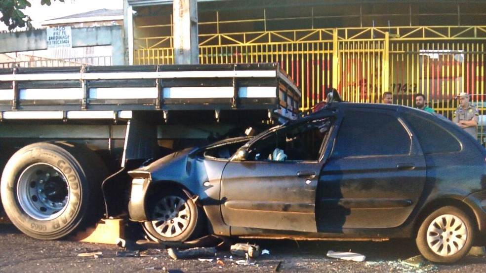 Acidente aconteceu na manhã desta segunda-feira (1º)  (Foto: Reprodução/RPC Londrina )