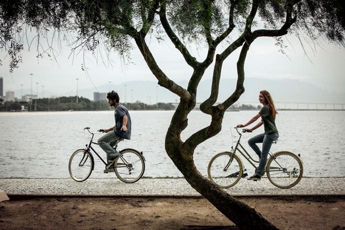 Os dois também andam de bicicleta (Foto: Isabella Pinheiro / Gshow)