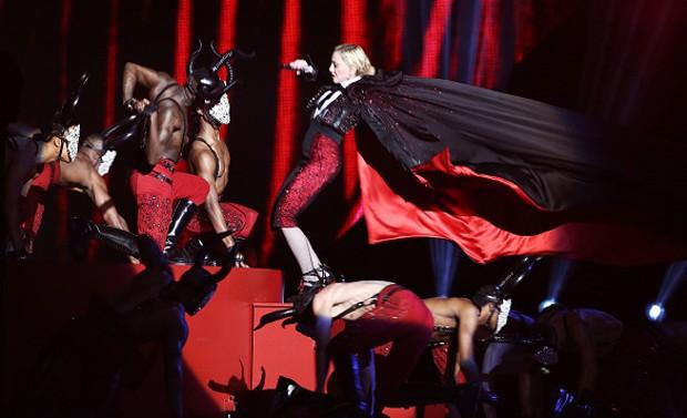 """Madonna fala sobre tombaço em premiação e diz que não quis assistir replay: """"Um pesadelo"""""""