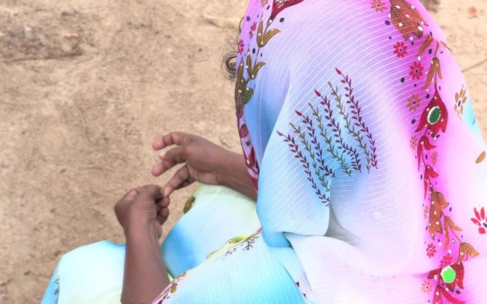 A mãe de Shafa tenta manter a família unida e busca ajuda para sua filha (Foto: BBC)