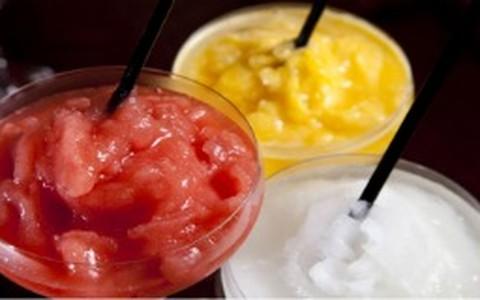 Frozen de saquê: limão, morango ou maracujá