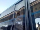BRT especial para Olimpíada tem vidro quebrado por pedrada