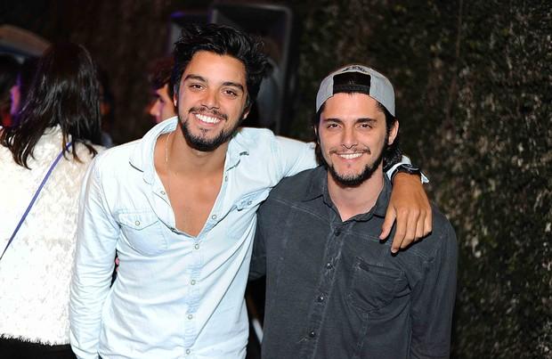 Rodrigo Simas e Bruno Gissoni (Foto: Ari Kaye / Divulgação)
