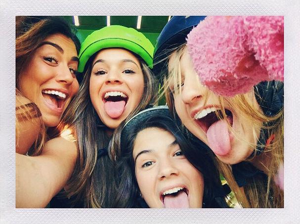 Bruna Marquezine com as amigas (Foto: Reprodução/Instagram)