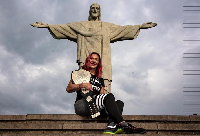 Cris Cyborg visita Cristo Redentor UFC 3 (Foto: Alexandre Loureiro/Divulgação UFC)