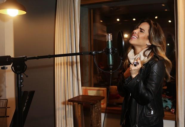 Wanessa grava no estúdio Na House (Foto: Iwi Onodera/ EGO)