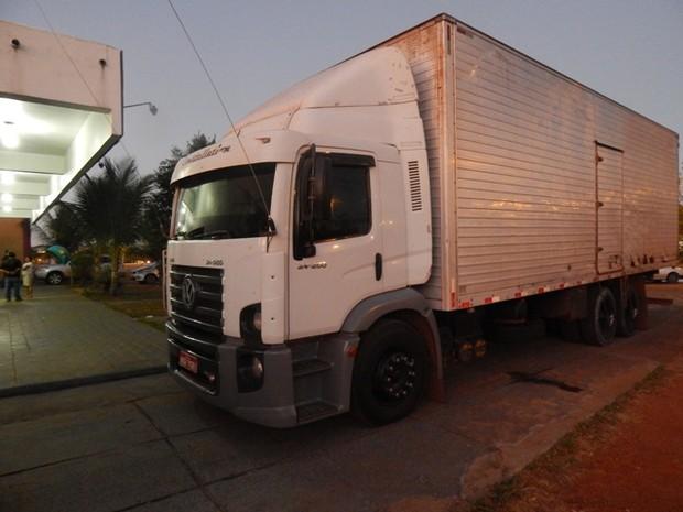 Caminhão onde estavam escondidos os 130kg de maconha (Foto: Polícia Civil/Divulgação)