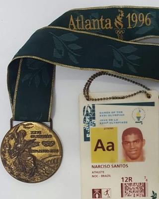 Medalha e credencial de Narciso 426e7e04f1793