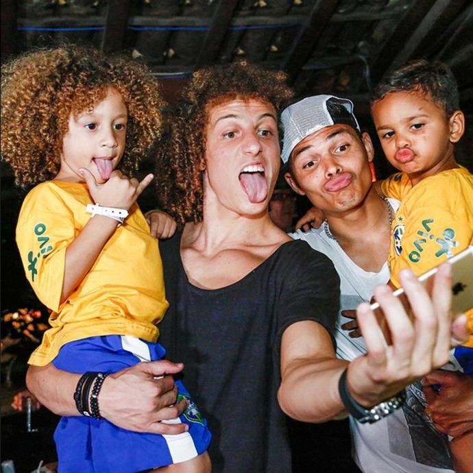 David Luiz e Thiago Silva ao lado dos sósias mirins (Foto   Reprodução Instagram 83f066a9836eb