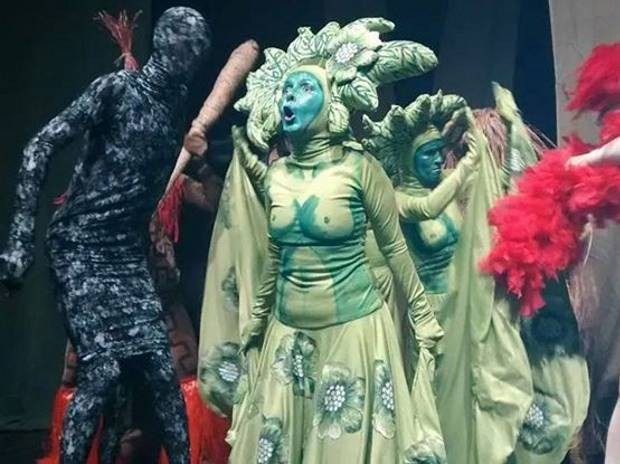 Espetáculo Amazônia em Guerra é apresentado no teatro Waldemar Henrique, em Belém. (Foto: Divulgação)