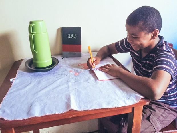 Alan Moreira, 9 anos, escreveu carta pedindo alimentos em São Carlos (Foto: Thayná Cunha/ G1)