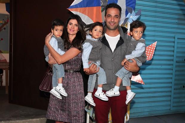 Isabella Fiorentino e a família no aniversário de Arthur, filho de Eliana (Foto: Manuela Scarpa e Marcos Ribas / Foto Rio News)