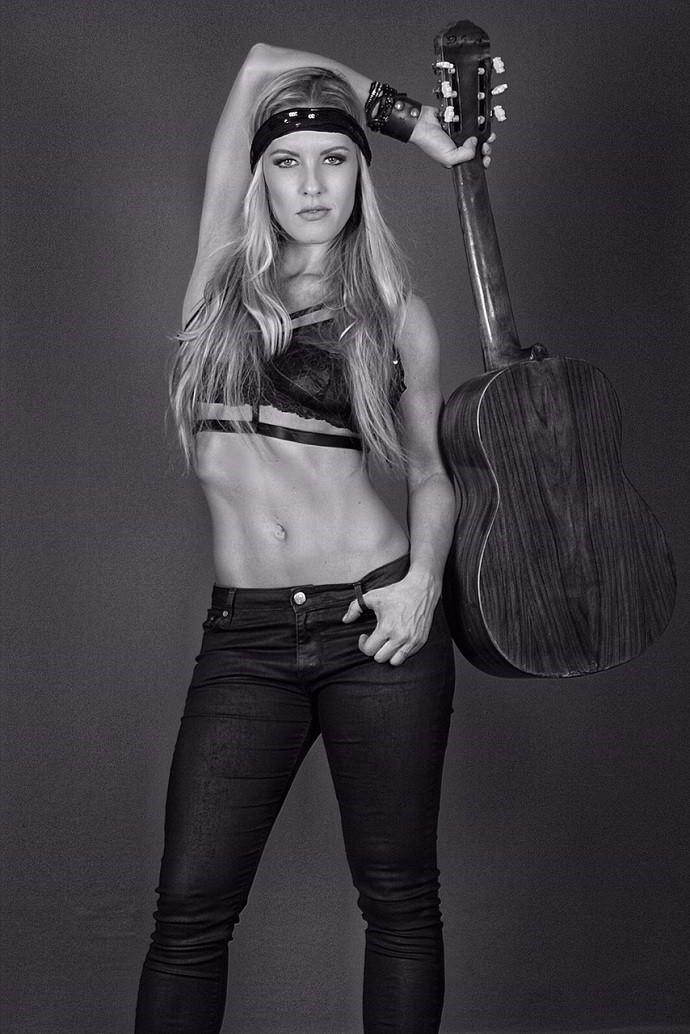 Ju Valcézia acha que o rock desperta um lado sensual nas mulheres (Foto: Divulgação)