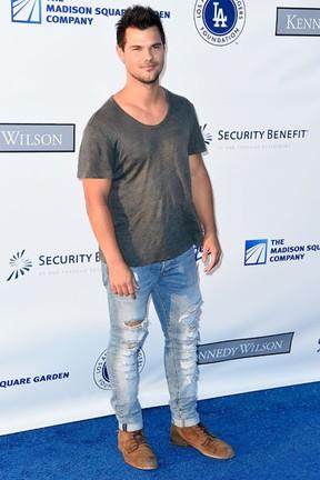 Taylor Lautner em evento beneficente em Los Angeles, nos Estados Unidos (Foto: Frazer Harrison/ Getty Images/ AFP)