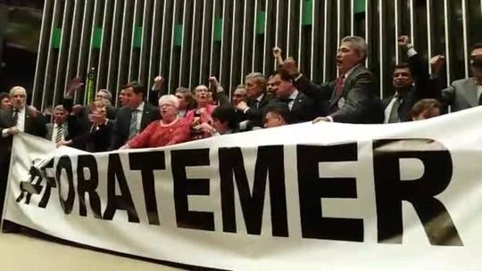 VÍDEO: sessão da Câmara tem gritaria e troca de empurrões