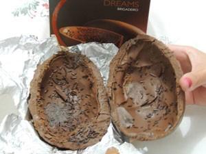 Internauta do RJ diz ter encontrado mofo no ovo de Páscoa da Cacau Show (Foto: Victor Mozer dos Santos/Vc no G1)