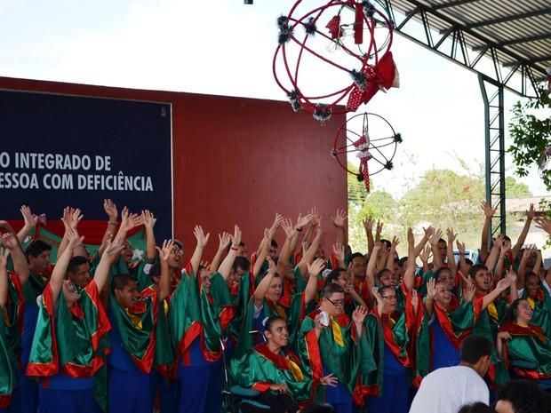 Alunos do Viva Comunicade fazem apresentação musical (Foto: Jackson Félix/G1 RR)