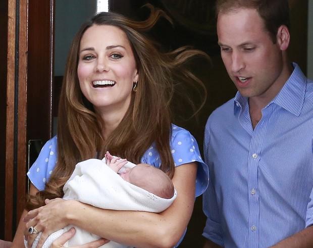 Kate Middleton deixa a maternidade  (Foto: Agência Reuters)